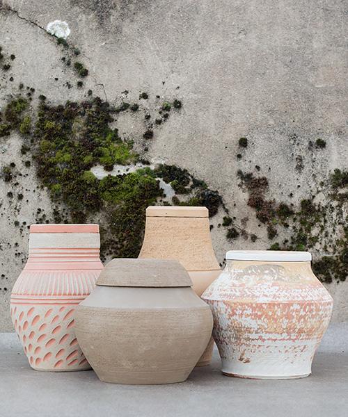 groep urnen keramiek natuurbegraafplaats